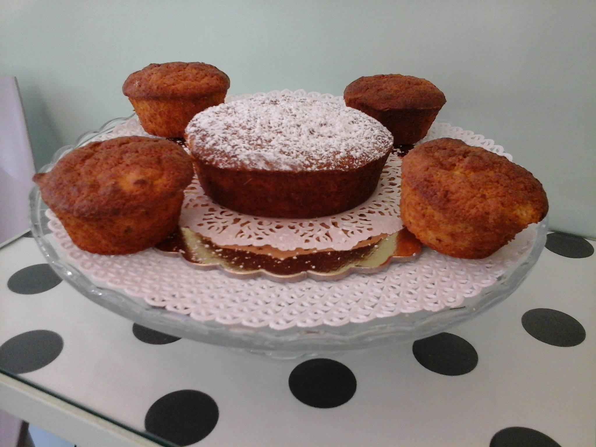 Porta torta di cristallo con Cupcake, Tortina con zucchero velo