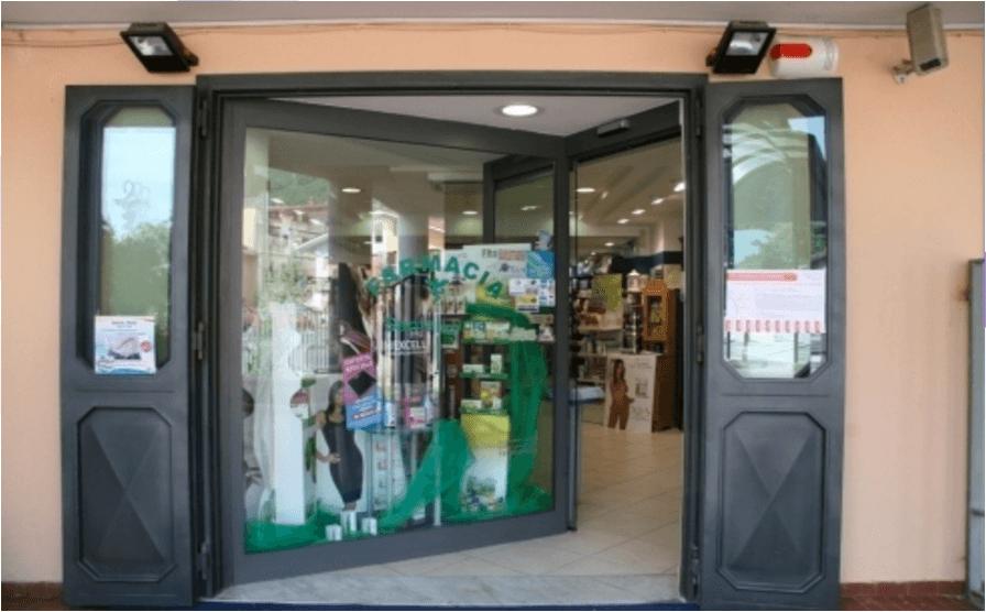 vista dell'ingresso della farmacia