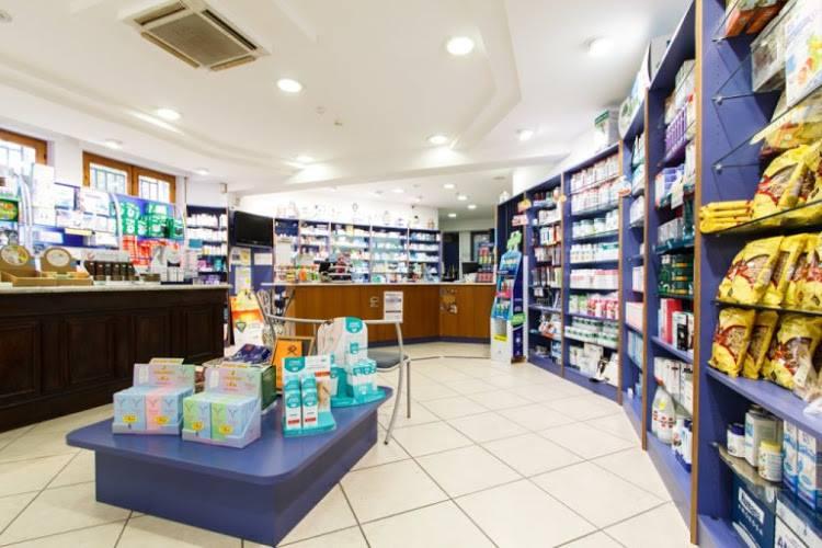 visuale panoramica della farmacia