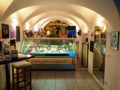 Interni Dolzino e la Grotta Gelateria Chiavenna (SO)