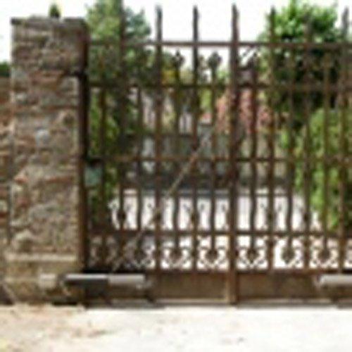 cancello marrone