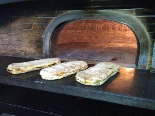 un forno e davanti e una specialità'