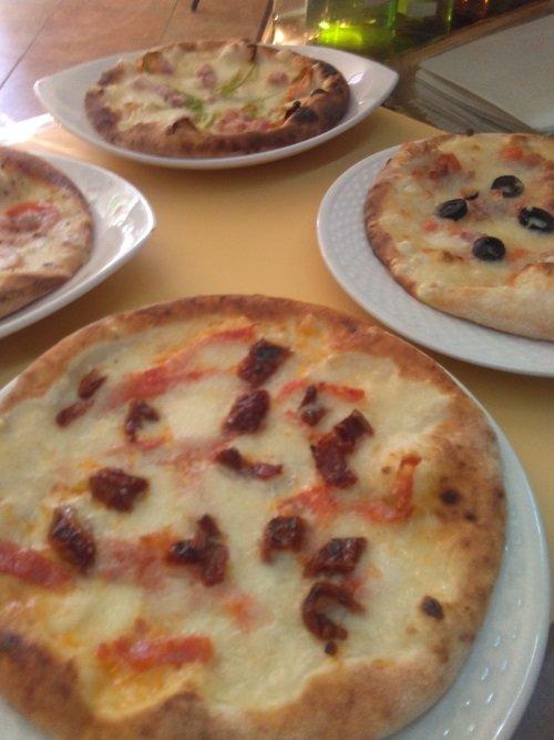 quattro pizze di gusti diversi