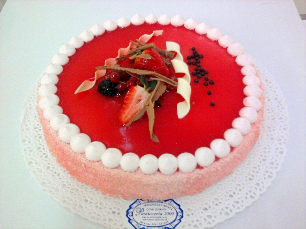 torta frutta e fragole