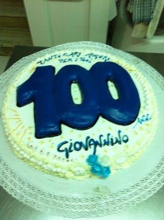 torta di compleanno per cento anni