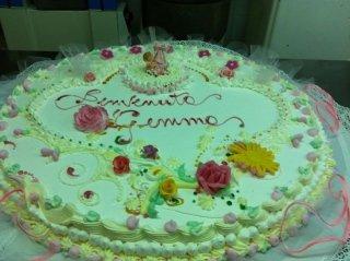 torta di compleanno con fiori