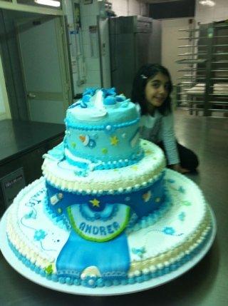 torta di compleanno con fiocco blu