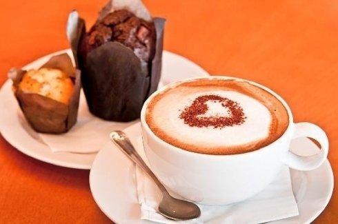 un cremoso cappuccino realizzato con caffè arabica 100% BIO