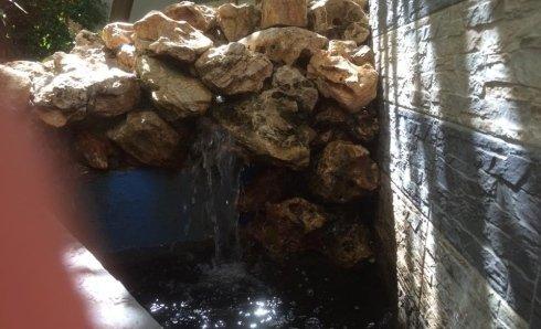 la cascata zen nel giardino di fiorditè