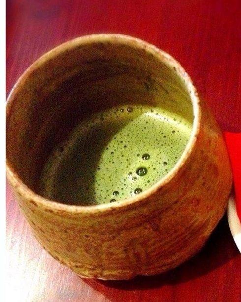 una coppa di tè macha, un tè verde da cerimonia