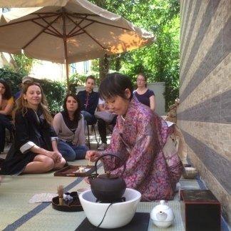 cerimonia giapponese del tè, giardino, estate romana, tavoli all
