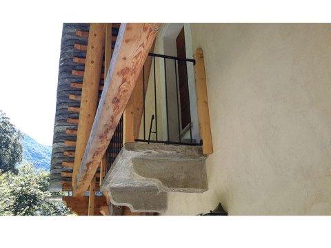 Balcone e mensole antiche