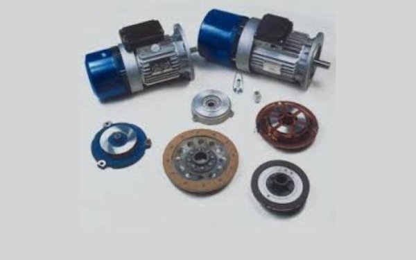 Motori autofrenanti con freno trifase e C.C.