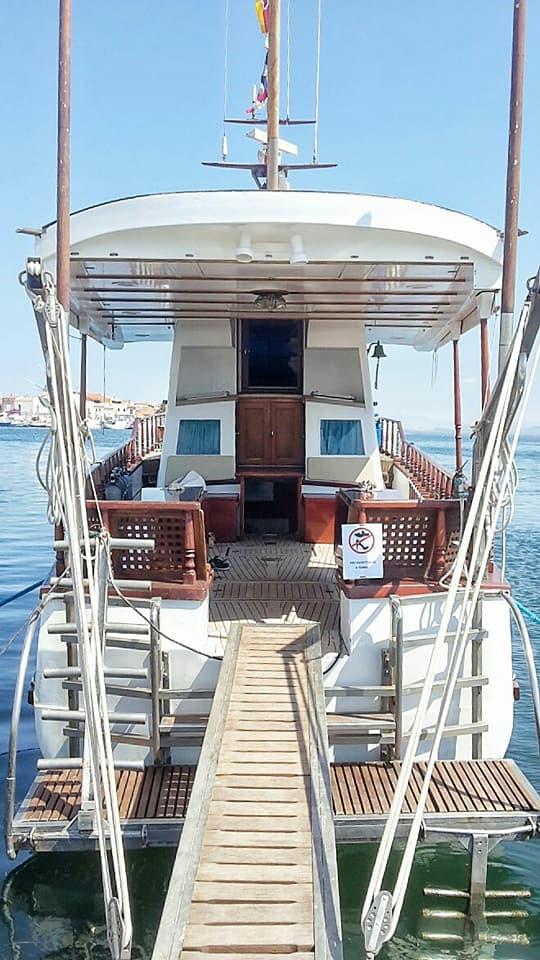 ponte per accedere ad una barca