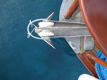 prua di una nave vista dall`alto