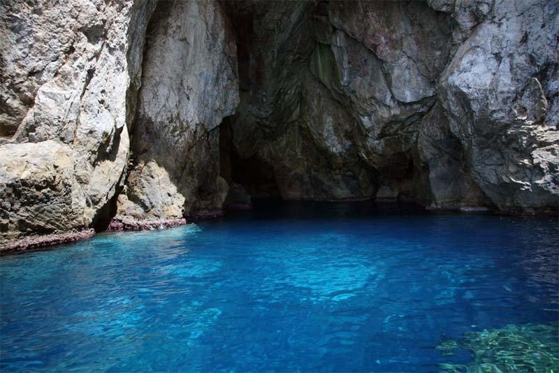 grotta in mare