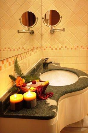 Un lavabo con granito verde