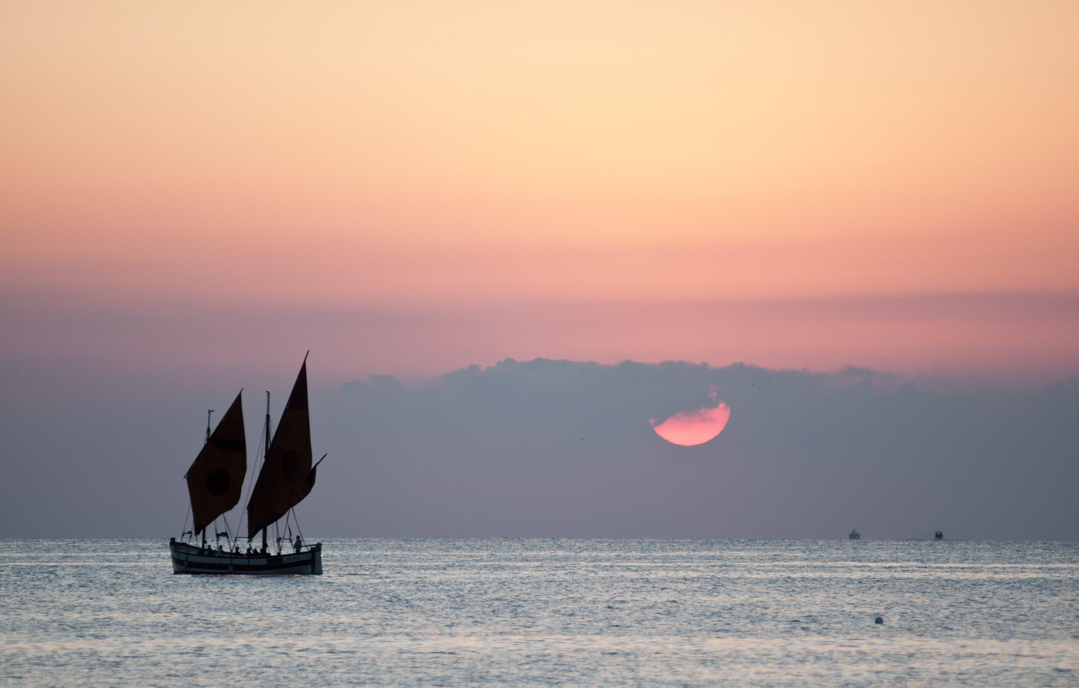 vista del mare con tramonto