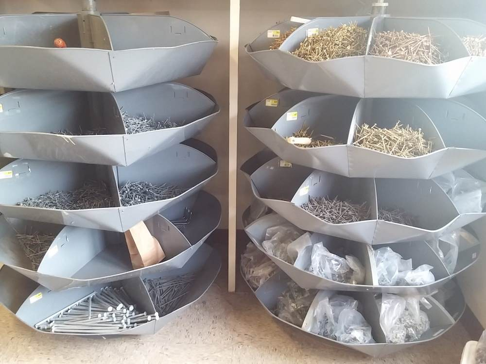 Screws in containers