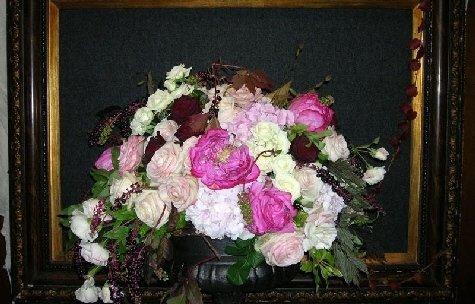 Composizione floreale con peonie.