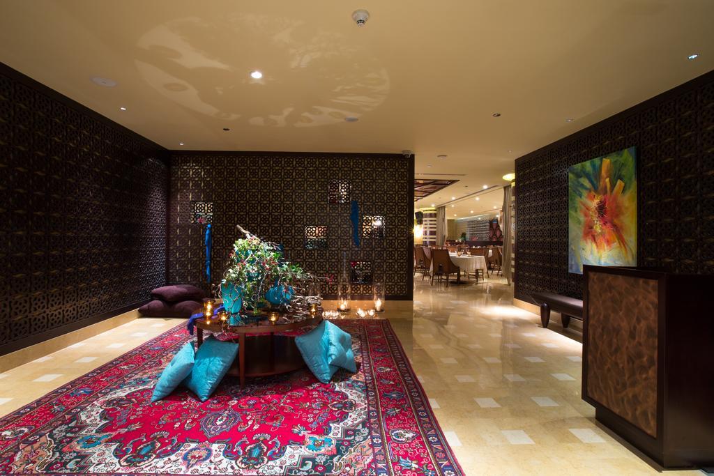 Hall con grande tappeto orientale