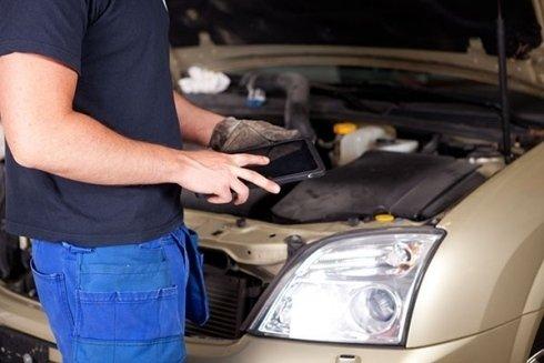 I meccanici di Autoplus eseguono il controllo della vostra autovettura.
