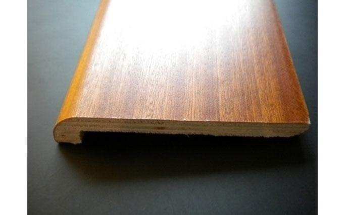 Battiscopa in legno per coprimarmo