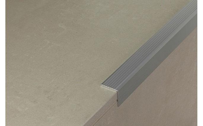 Profilo per gradino adesivo
