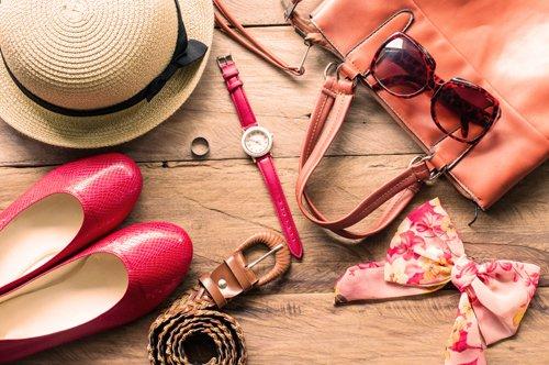 Scarpe borsa occhiali ed altri accessori da donne a Caserta