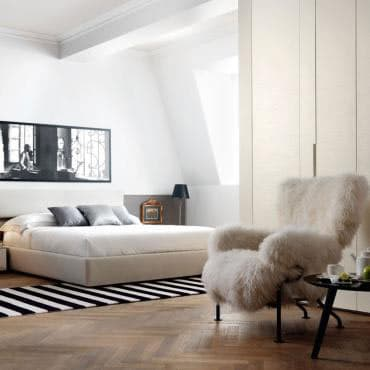 camera da letto con poltrona