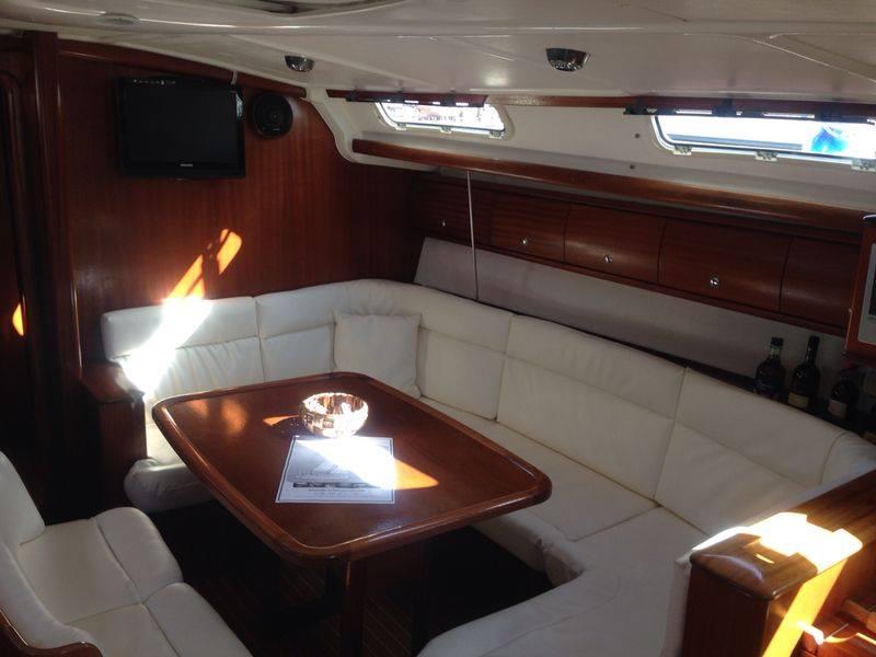 vista laterale di una barca a vela