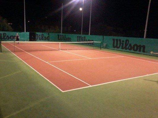 Pratiche notturne di tennis