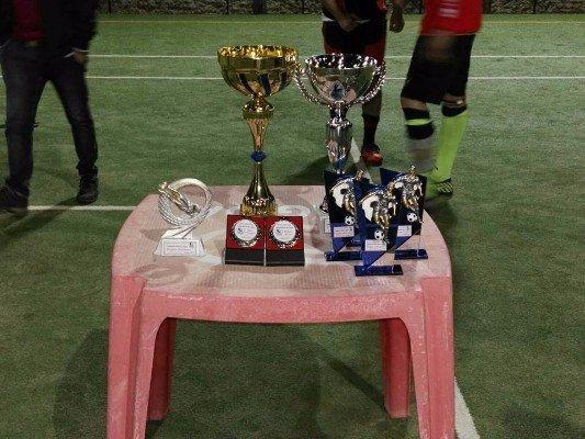 Tavola con diversi trofei