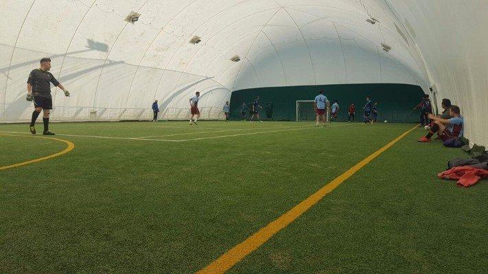 Campo coperto per la pratica di calcio