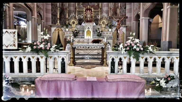 altare addobbato matrimonio