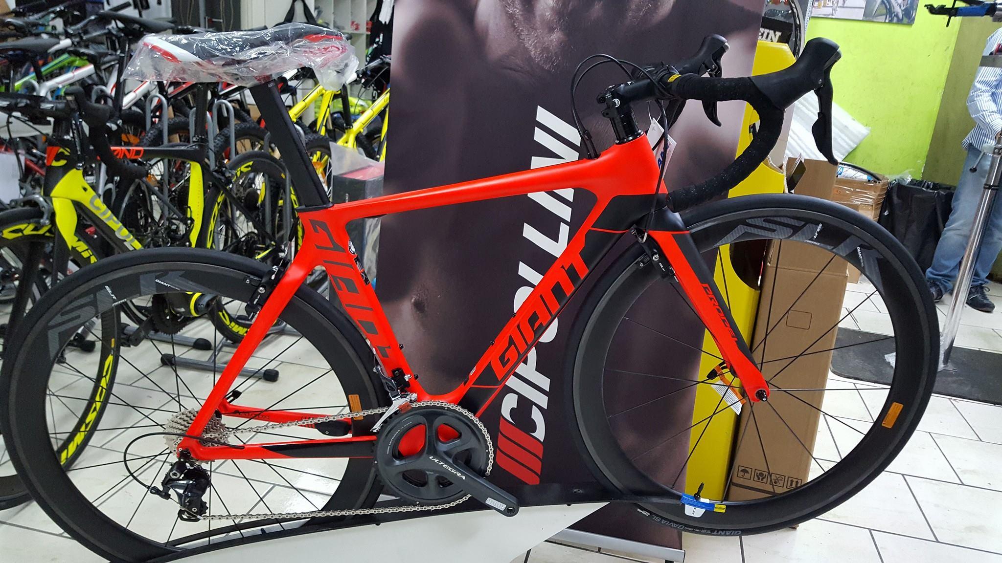 bici da corsa rossa