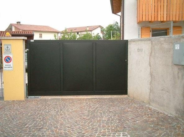 sistemazione cancello Serramenti Degano