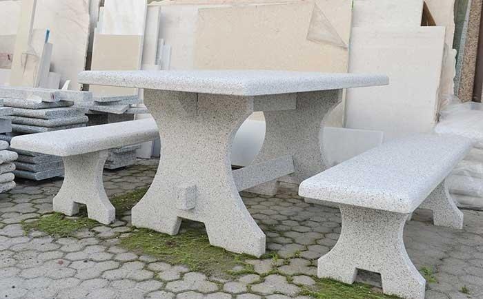 Tavoli Di Pietra Da Giardino.Fontane In Pietra Quarona Vercelli Guglielmi Carlo Snc