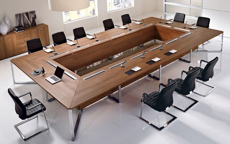 scrivania grande per riunione