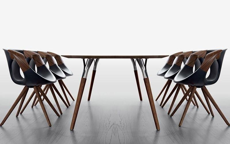 tavolo con sedie per ufficio
