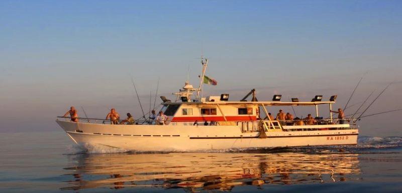 una motobarca