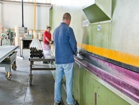 produzione di profilati in alluminio
