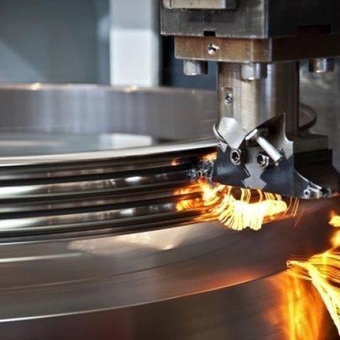 macchina per la pressopiegatura dei metalli