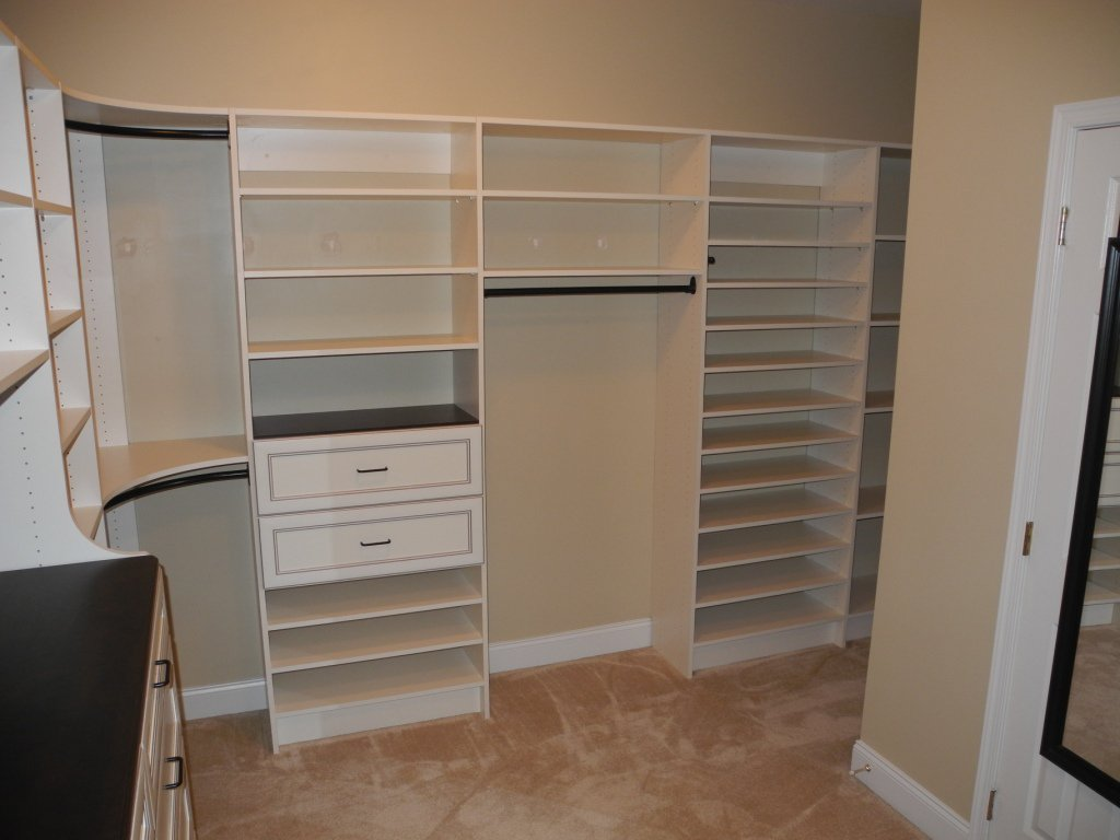 Marlboro Master Walk In Closet Premier Antique White