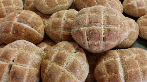 Pane con farina 100% integrale con lievito madre