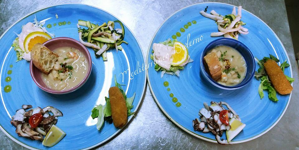 Due piatti con due piccoli bacini