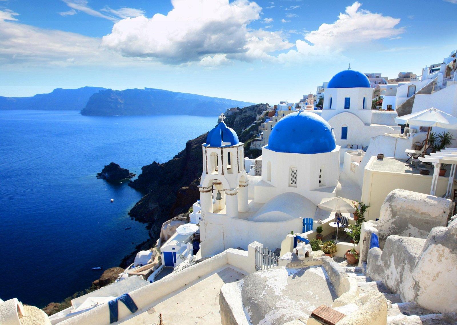 isola greca, case bianche con tetti blu