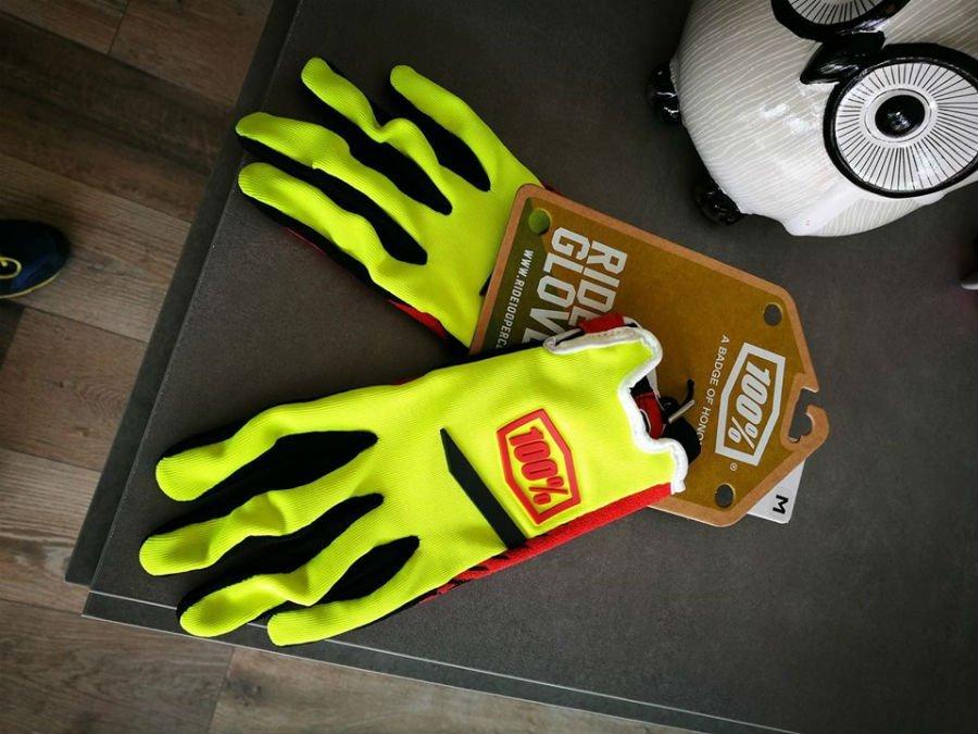 paio di guanti da ciclista