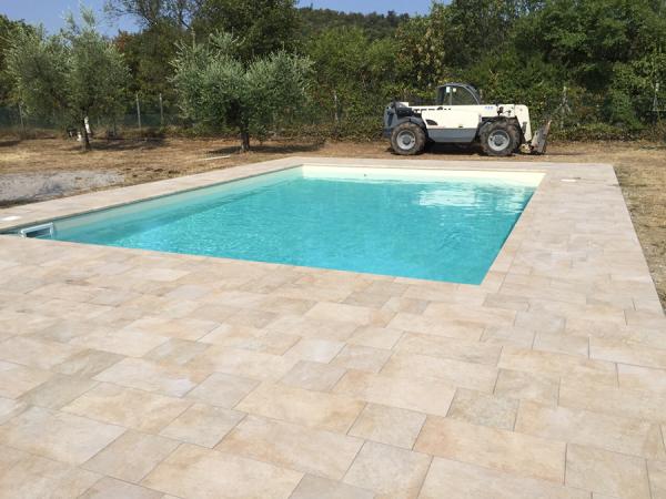 piscina privata in fase di costruzione
