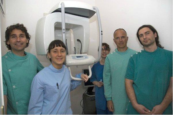un'equipe di dentisti